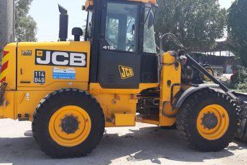 מעמיס מדגם JCB מדגם 412 משנת 2012 עם חיבור מהיר ומזלג